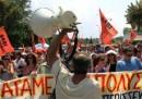 Grecia, stasera Parlamento vota su tagli statali, proteste ad Atene