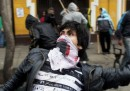 Proteste e scontri anche in Perù