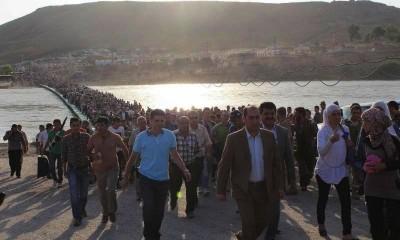 La foto pazzesca dei profughi siriani che vanno in Iraq