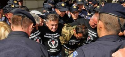 Croazia, veterani guerra distruggono cartelli in serbo