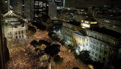 Proteste e scontri insegnanti in Brasile