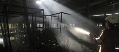 Un incendio in una fabbrica a Dacca