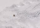 Il video dello sciatore sopravvissuto a una valanga