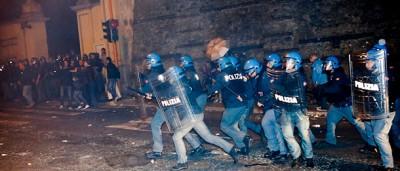 Gli scontri al funerale di Priebke
