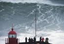 L'onda di 24 metri presa dal surfista Carlos Burle