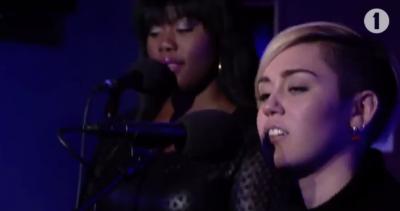 "Miley Cyrus canta ""Summertime Sadness"" di Lana Del Rey"