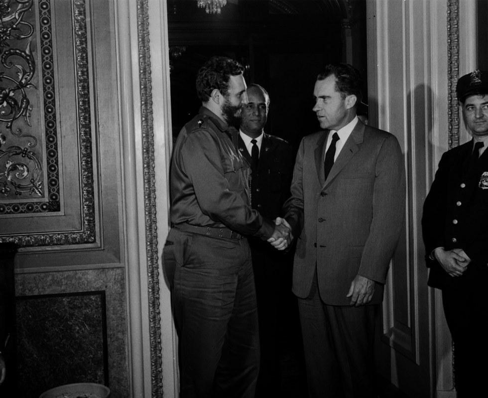 La stretta di mano tra Fidel Castro e Richard Nixon