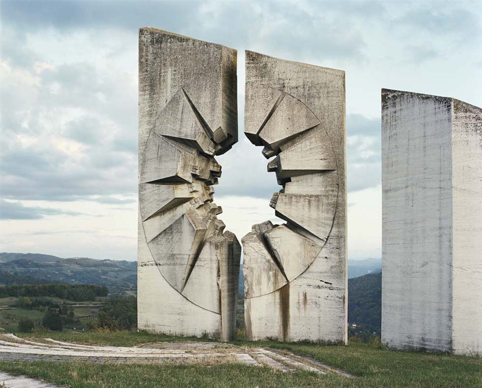 Monumenti comunisti in rovina