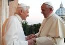 L'incontro tra i due papi per gli auguri di Natale