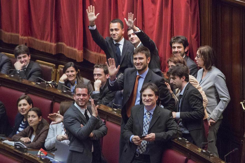 Le migliori foto in parlamento del 2013 il post for Deputati cinque stelle