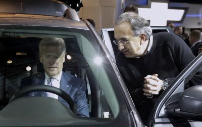 Joe Biden al capo di Ford: «Grazie per averci salvato il culo»