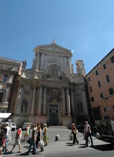 La chiesa sorge nell'antico sito della stalla (far lavorare un papa, che barbarie).