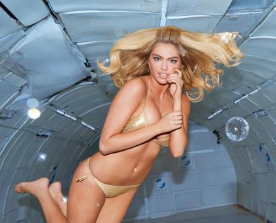 Kate Upton in assenza di gravità