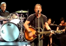 "Bruce Springsteen canta ""Stayin' Alive"" dei Bee Gees"