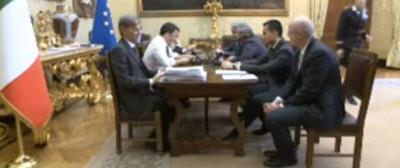 L'imbarazzante incontro tra Renzi e Grillo