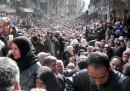L'impressionante foto dei profughi palestinesi in fila per il cibo in Siria