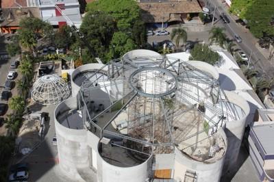 Catedral de Sao Dimas. Stanno rifacendo il tetto. Chiese a sette lati non ne avevo ancora viste.