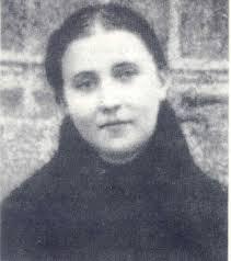 Gemma senza photoshop? (Scherzi a parte, qui sembra più grande, ma gli altri scatti ufficiali sono del 1902-3, e lei è morta nel 1903).