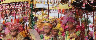 Giovanissimi buddisti in Thailandia – foto