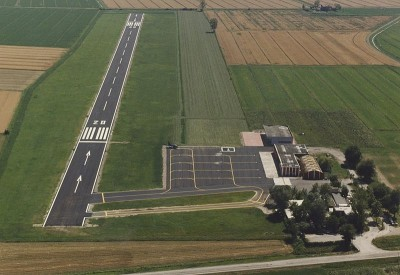 L'aeroporto di Carpi-Budrione, stranamente, non è ancora meta di pellegrinaggi.