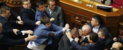 La rissa nel Parlamento dell'Ucraina