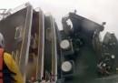 I soccorsi alla nave sudcoreana affondata, visti da un soccorritore - video