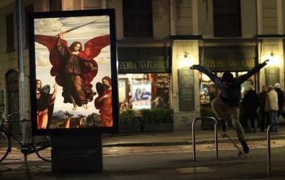 Come sarebbe Milano con i quadri al posto della pubblicità