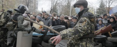 L'assalto a due edifici governativi a Sloviansk