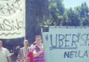 La protesta dei tassisti contro Uber, a Milano