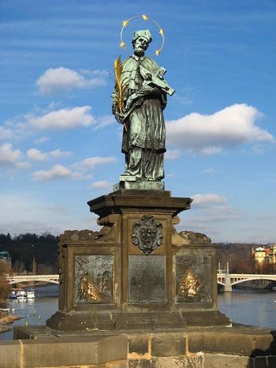 Monumento a Giovanni Nepomuceno, a Praga sul ponte di Carlo.