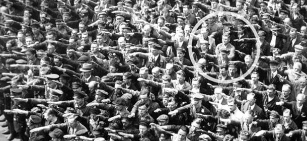 August Landmesser, l'uomo che non salutò Hitler