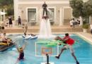La spettacolare schiacciata in piscina nello spot della Turkish Airlines