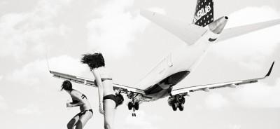 La spiaggia con gli aerei sopra