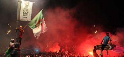 La festa dei tifosi dell'Algeria a Marsiglia