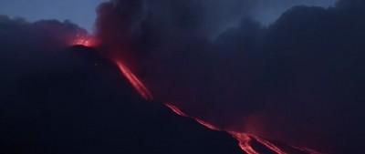 La spettacolare eruzione dell'Etna - video
