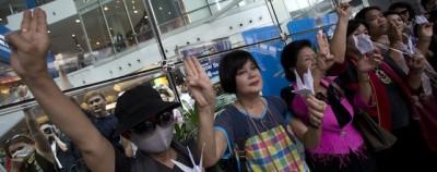 """Il saluto di """"The Hunger Games"""" in Thailandia"""