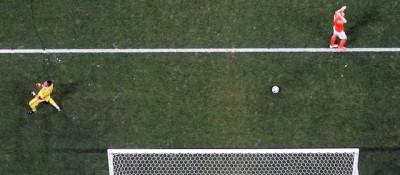 Il rigore (parato) di Vlaar era gol?