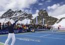 La partita di tennis fra Roger Federer e Lindsay Vonn (vicino a un ghiacciaio)