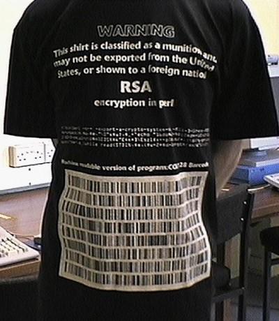 [un'arma camuffata da t-shirt]