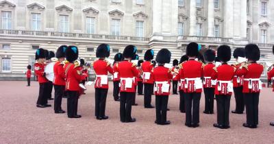 Le guardie di Buckingham Palace suonano Game of Thrones