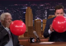 Morgan Freeman sotto elio da Jimmy Fallon