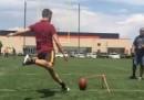 Miralem Pjanić e il calcio piazzato nel campo da football dei Denver Broncos