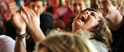 «Le donne non dovrebbero ridere in pubblico»