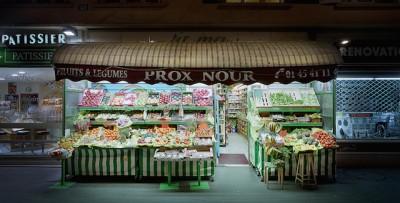 "Le ""épiceries"" di Parigi, di notte"