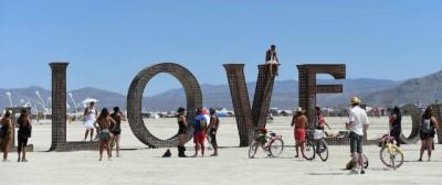 Scene di lotta di classe a Burning Man
