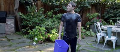 Ice Bucket Challenge, i video con la gente che si tira il ghiaccio addosso