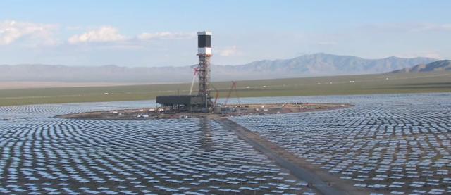 La centrale solare che uccide gli uccelli in california il post - Centrale solare a specchi ...