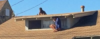 La rapina a una casa di Los Angeles, fotografata