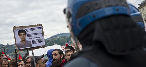 Torino, scontri durante corteo del primo maggio