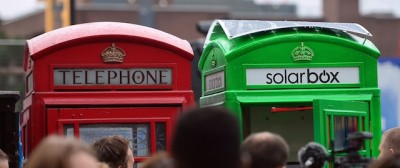 Le cabine telefoniche a Londra, ma verdi